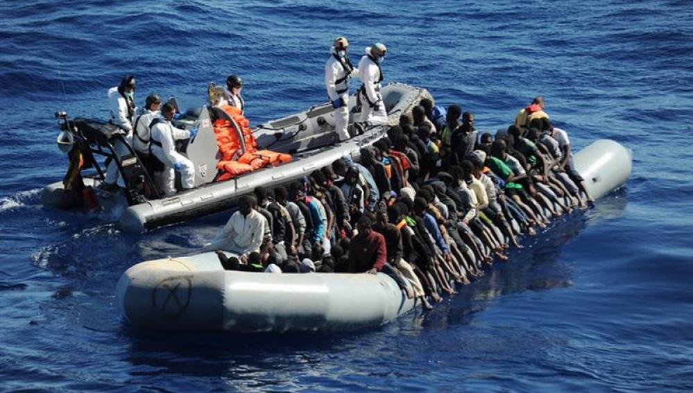 La fragata española Reina Sofía rescató ayer tres embarcaciones que navegaban a la deriva frente a las costas de Libia