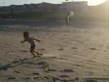 El niño perseguido por las gaviotas