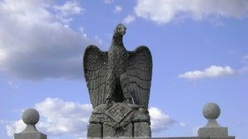 Águila franquista en el puerto de Andújar