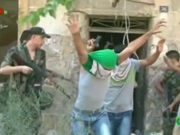 Un grupo de rebeldes se rinde en Alepo