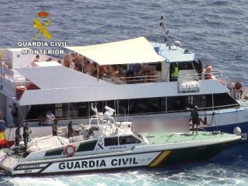 La Guardia Civil inicia una campaña para el cumplimiento de la normativa de las Party Boats