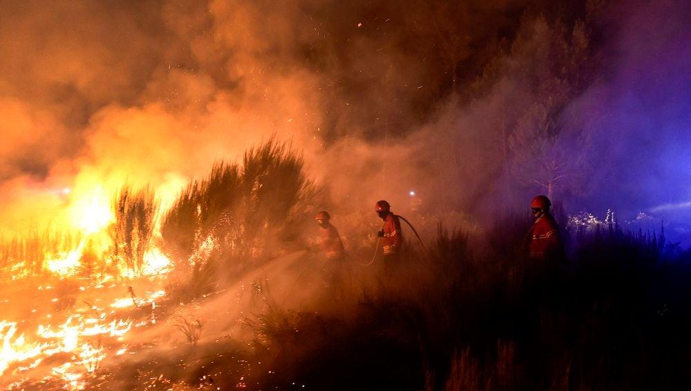 Portugal se enfrenta a una oleada de incendios cuyos daños no se pueden cuantificar aún