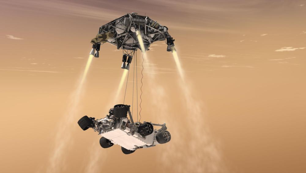 El Curiosity siendo descolgado por el skycrane suspendido en el cielo gracias a los retrocohetes