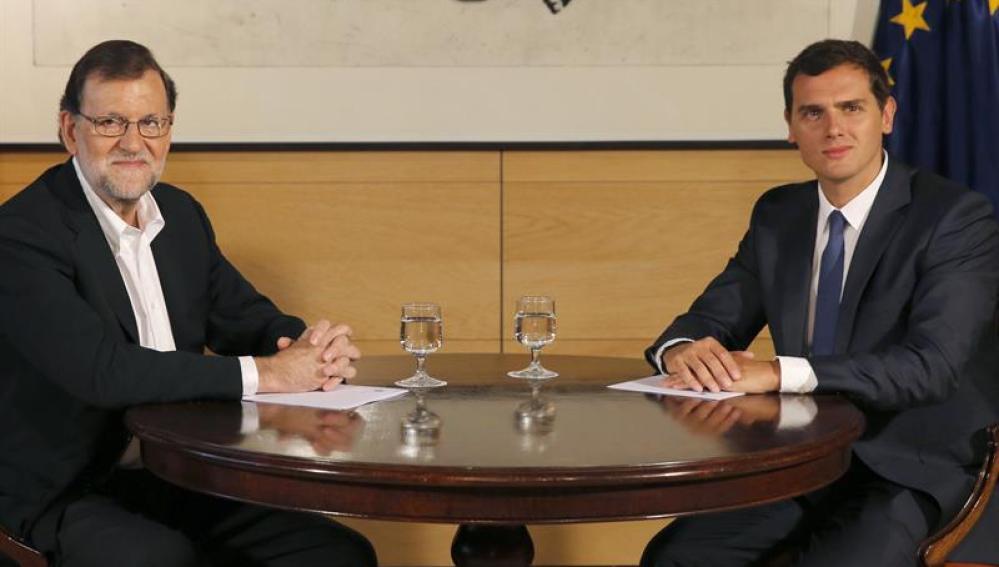 Rajoy con Rivera momentos antes de su reunión