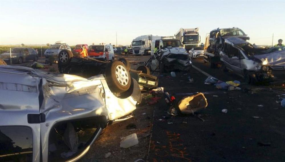 Una imagen del accidente en Manzanares (Ciudad Real) con 22 coches implicados