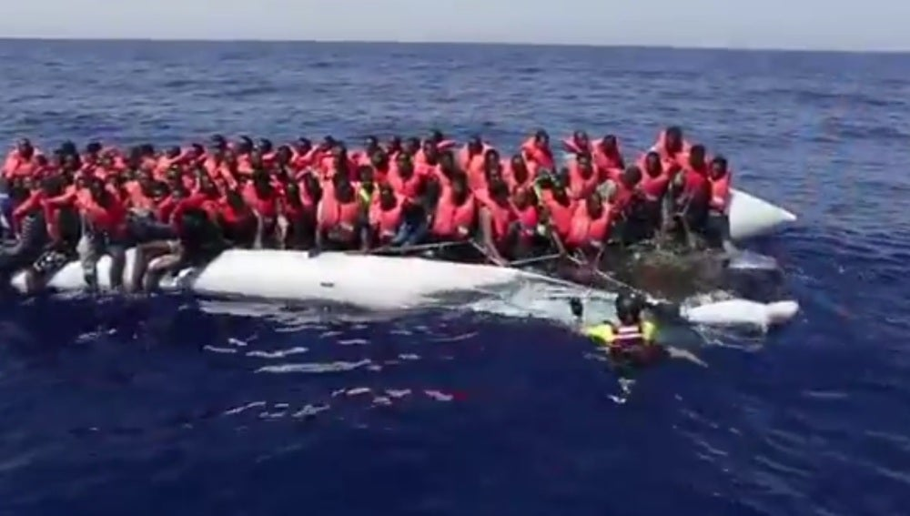 Cruz Roja italiana rescata a más de 300 personas en el Mediterráneo