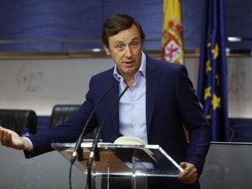 Rafael Hernando en rueda de prensa