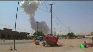 Frame 6.217855 de: Al menos 20 muertos y 30 heridos por la explosión de dos coches bomba en Somalia