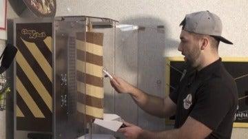 Frame 6.874387 de: Abre la primera tienda de kebabs de chocolate en Reino Unido
