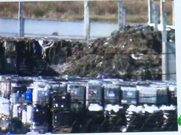 Frame 0.0 de: Confirman que la nave de Chiloeches camuflaba residuos químicos con escombros