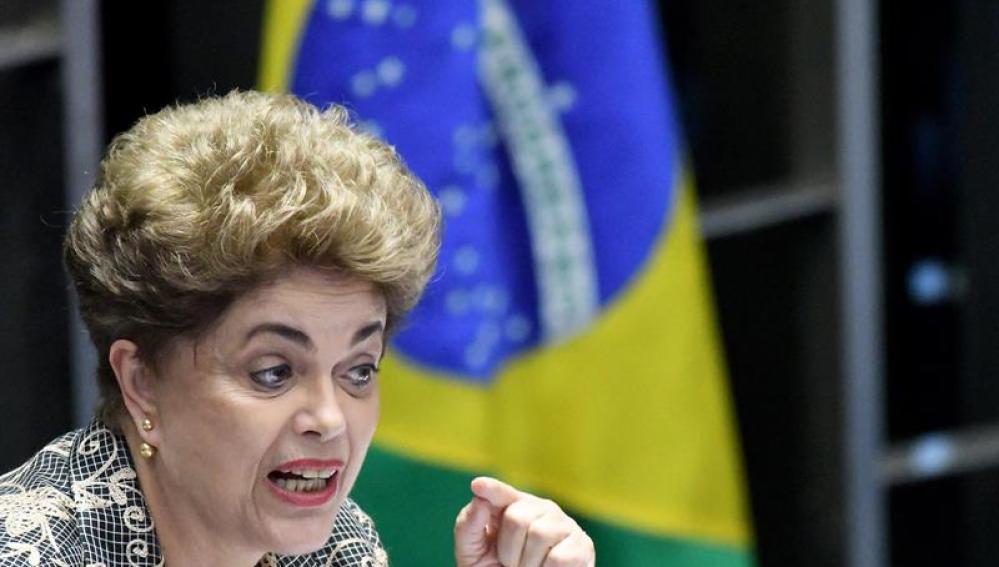 La presidenta de Brasil Dilma Rousseff durante el proceso en el Senado