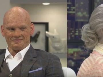 Sneijder y su mujer aparentando tener 90 años.