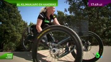 Frame 24.255543 de: Subir el Kilimanjaro con una mountain bike, el reto de la deportista paralímpica Gemma Hassem-Bey