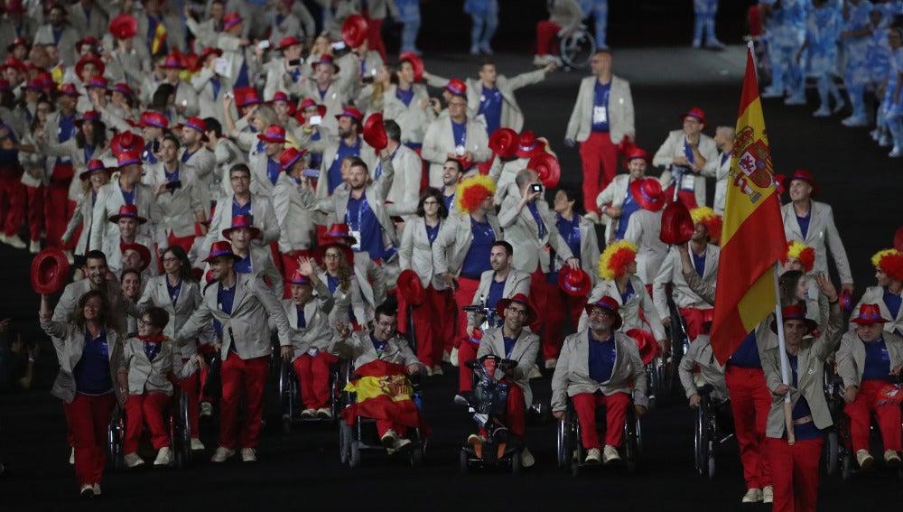 La delegación paralímpica española recorre el estadio de Maracaná