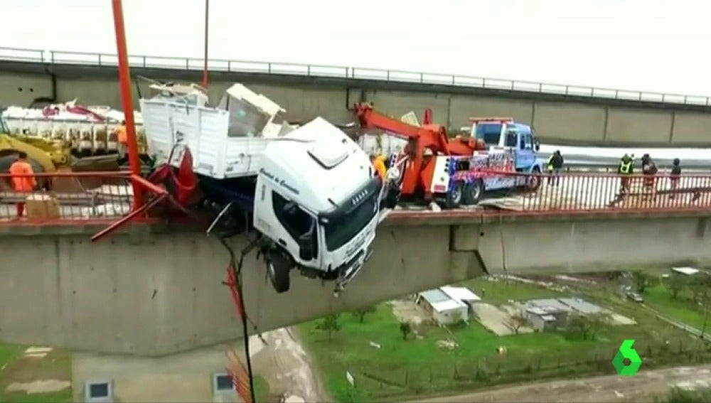 Frame 1.822318 de: camion argentina