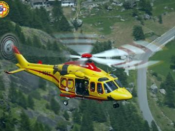 Un helicóptero en las tareas de rescate