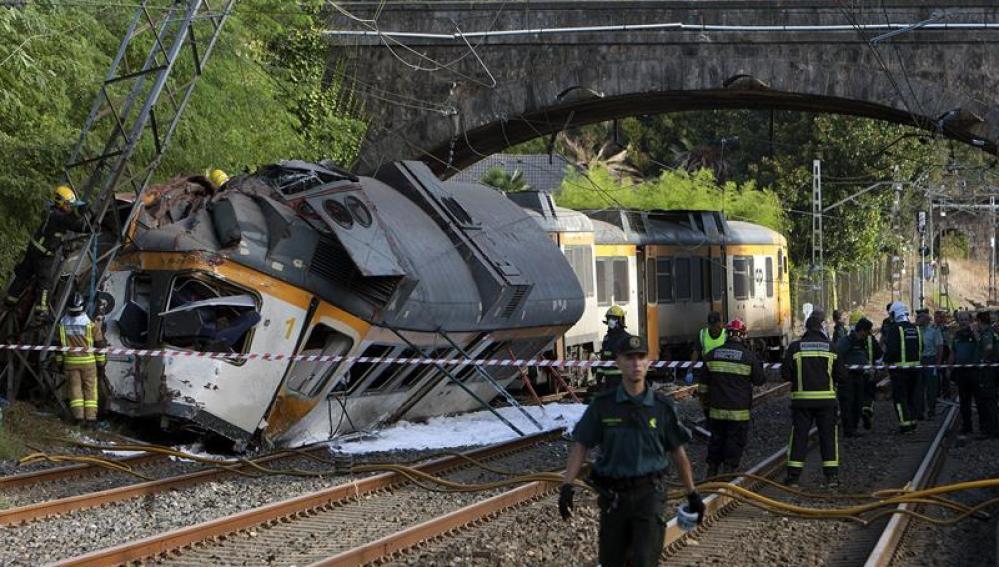 Imagen del tren que ha descarrilado en O Porriño, Galicia
