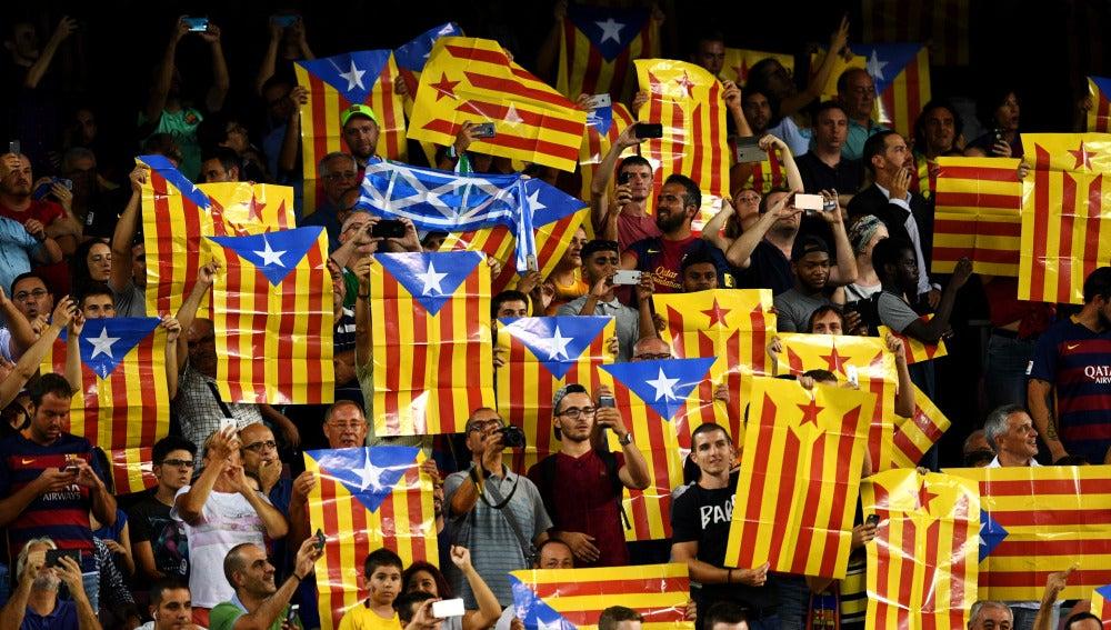 Las esteladas, presentes en el Camp Nou