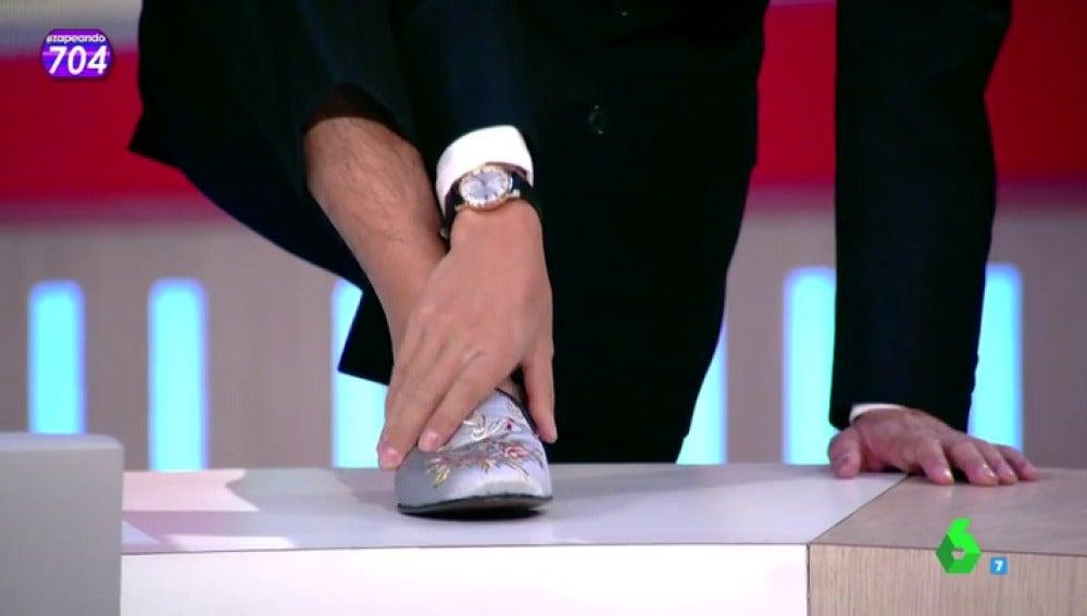 Frame 37.621038 de: 'Los zapatos caloret', el nuevo accesorio de Josie