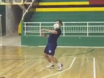 'Falcao' pincha un balón con el pecho