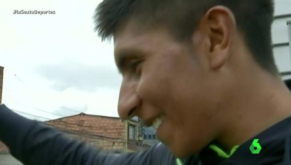 Nairo Quintana saludando a sus compatriotas en Bogotá.