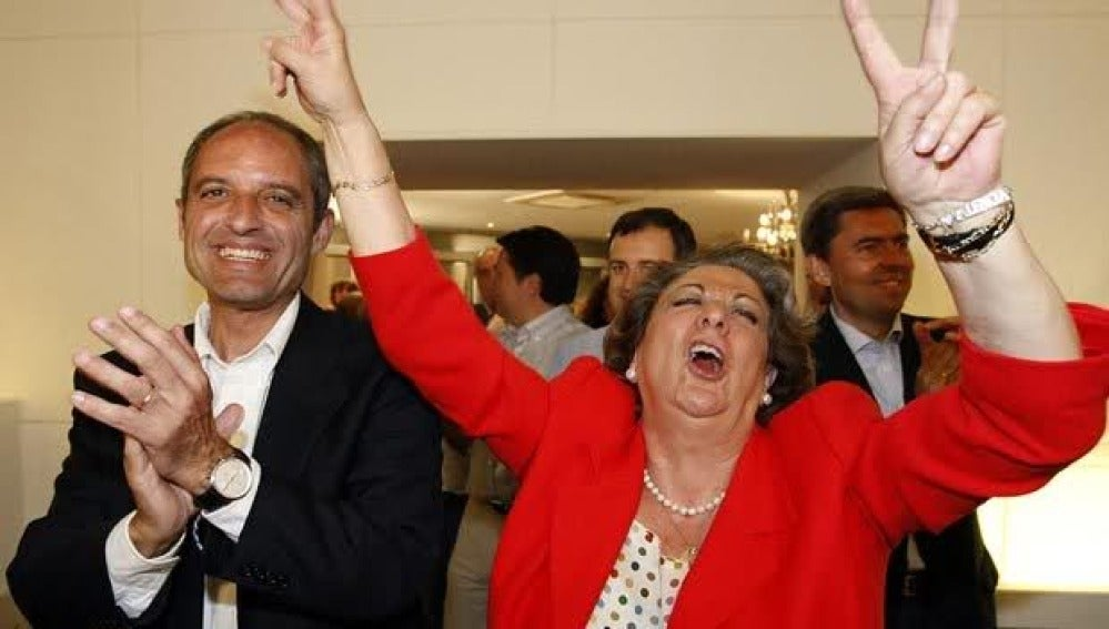 Camps y Barberá celebrando una victoria electoral