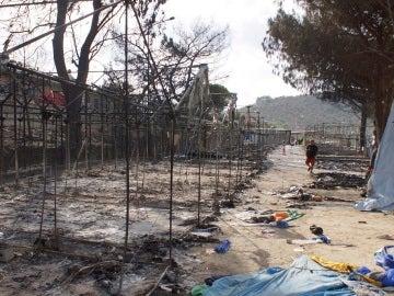 El campamento de refugiados de Moria, en Lesbos, después de un incendio