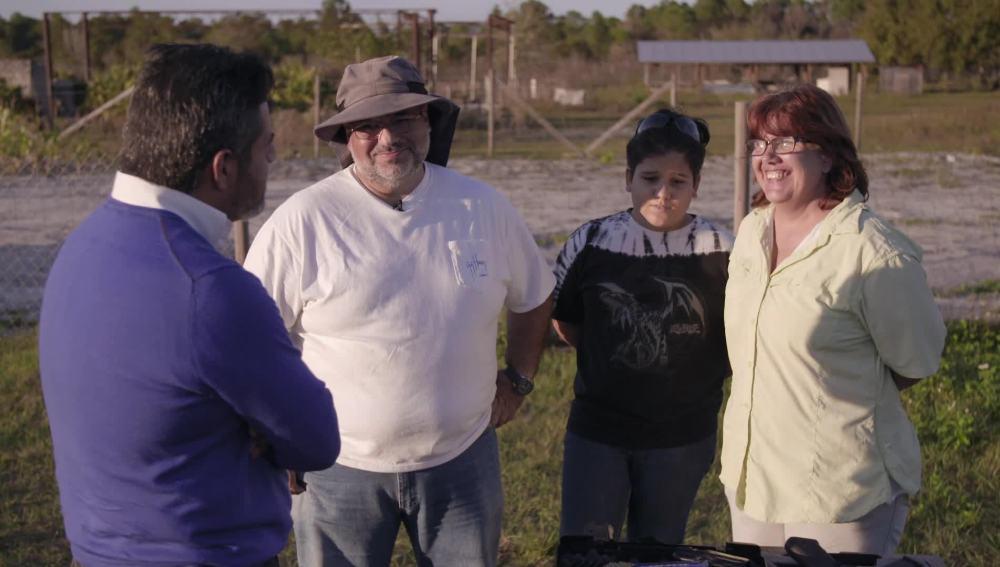 Jalis de la Serna con Manuel y su familia