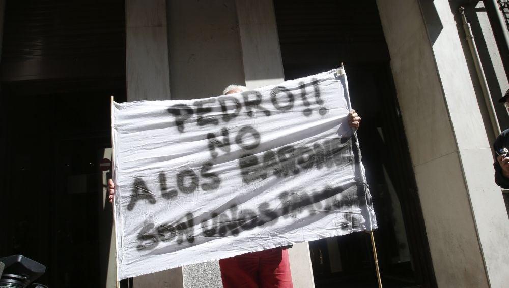 Concentraciones ante la sede del PSOE