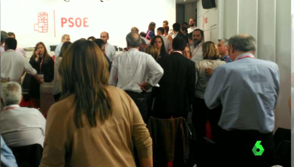 Caos en la sede de Ferraz durante el Comité Federal del PSOE