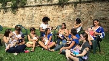 Grupo de madres miembros de la Abam