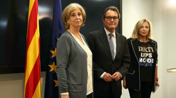 Artur Mas con Joana Ortega e Irene Rigau