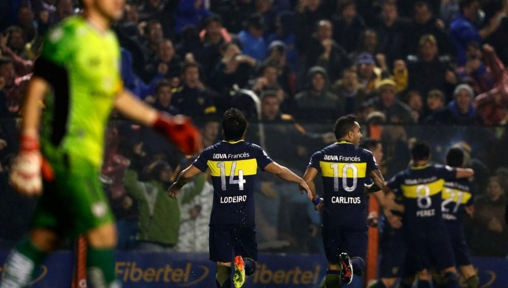 Los jugadores de Boca Juniors celebran un gol