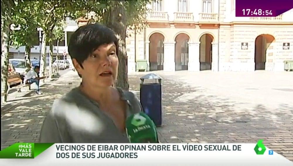 """Frame 31.857408 de: Los vecinos de Eibar, sobre la difusión del vídeo sexual de dos jugadores: """"Veo lógico que la chica haya denunciado"""""""
