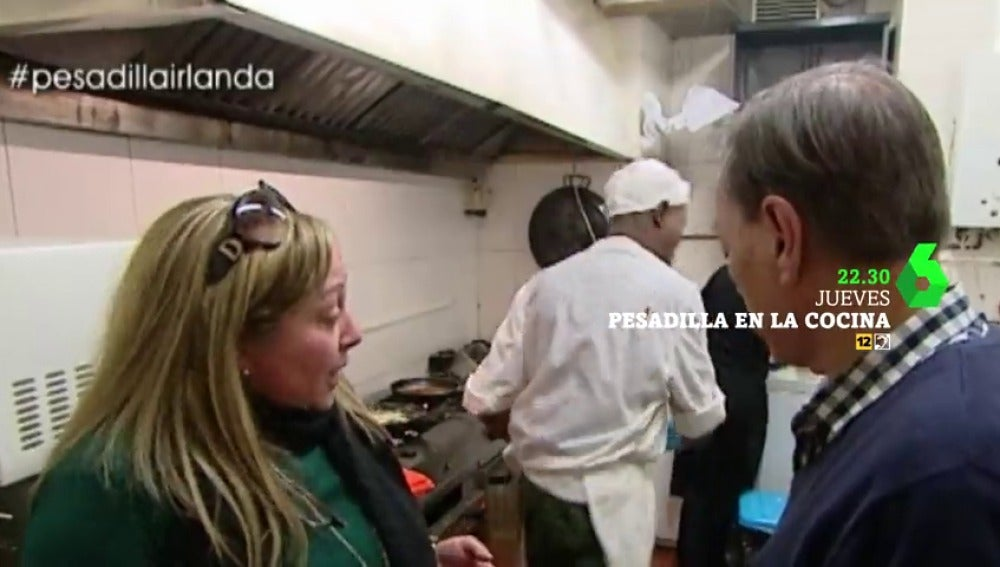 """Frame 3.075499 de: La tensión se desata en Pesadilla en la cocina: """"¡Me voy!"""""""