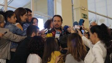 El líder de Podemos, Pablo Iglesias, en respuesta a las preguntas de los periodistas antes de comenzar el Consejo Ciudadano del partido