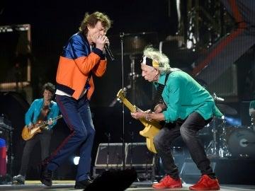 Los Rolling Stone durante el concierto en el festival 'Desert Trip' de California