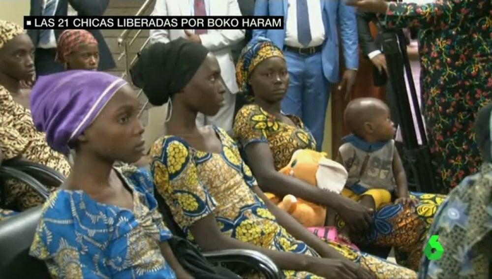 Frame 10.321069 de: La mayoría de las 21 niñas liberadas por Boko Haram vuelven a casa embarazadas, víctimas de las continuas violaciones