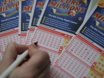 Un hombre gana 168 millones en el Euromillón y recibe multitud de peticiones al anunciar que comparte el premio