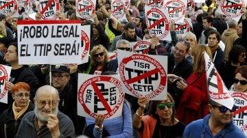 20.000 personas se manifiestan en Madrid contra los tratados de libre comercio