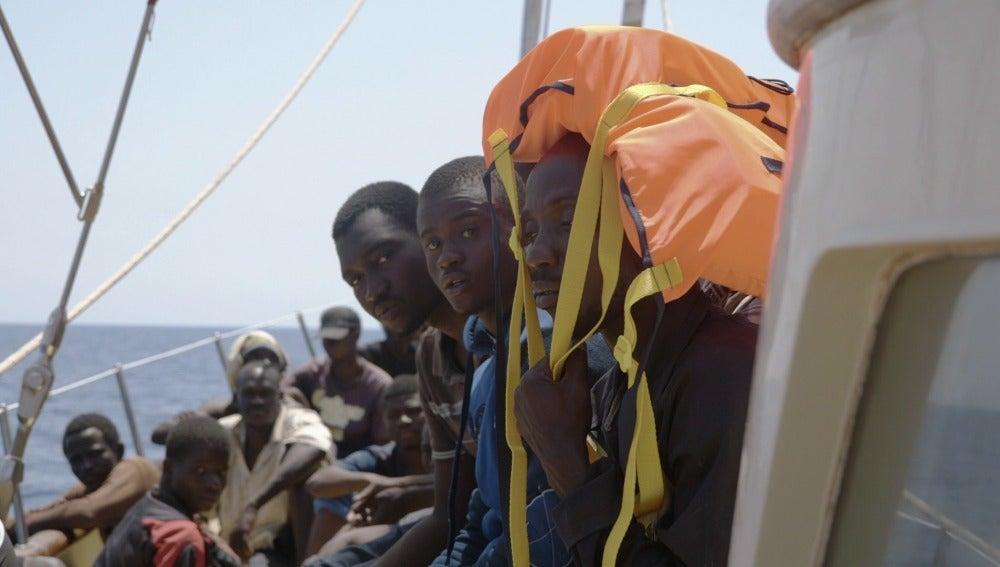 Un grupo de refugiados, a bordo del Astral