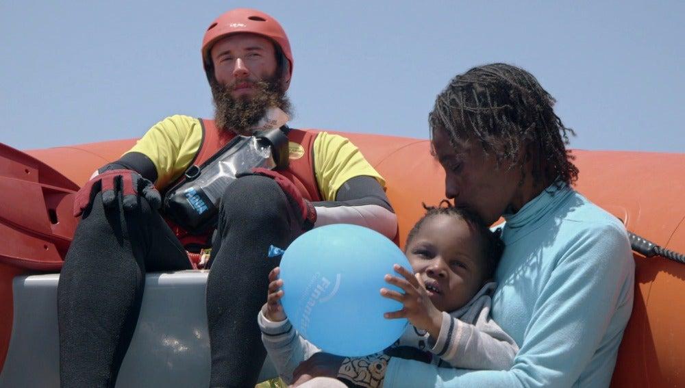 Una refugiada y su hija, rescatadas por el Astral