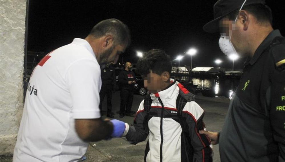 Efectivos de Salvamento marítimo han rescatado esta madrugada a seis inmigrantes de origen magrebí