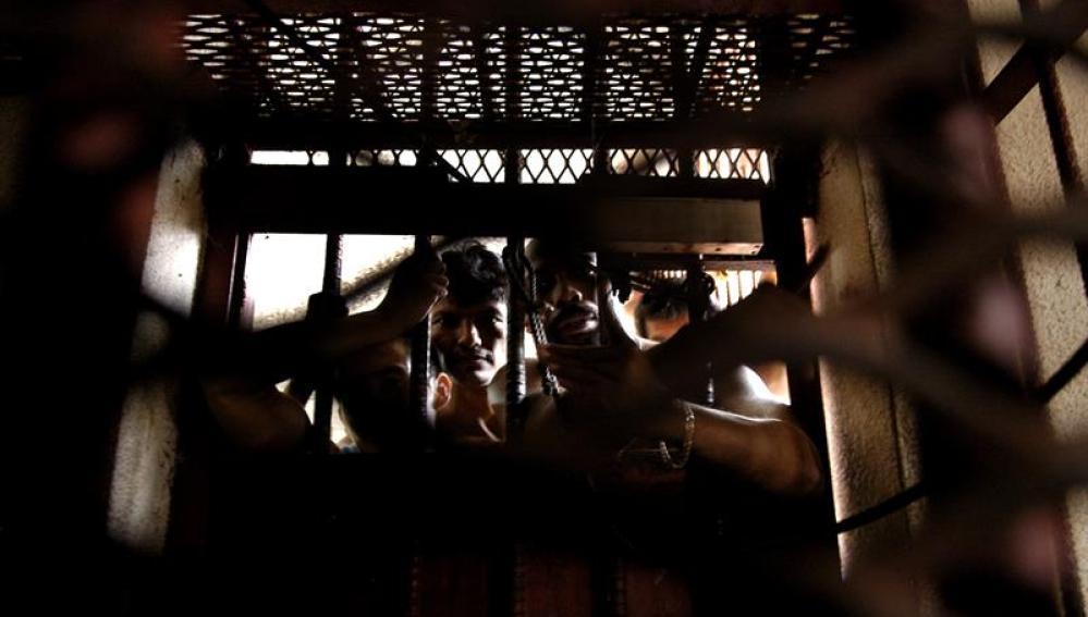 Imagen de unos presos