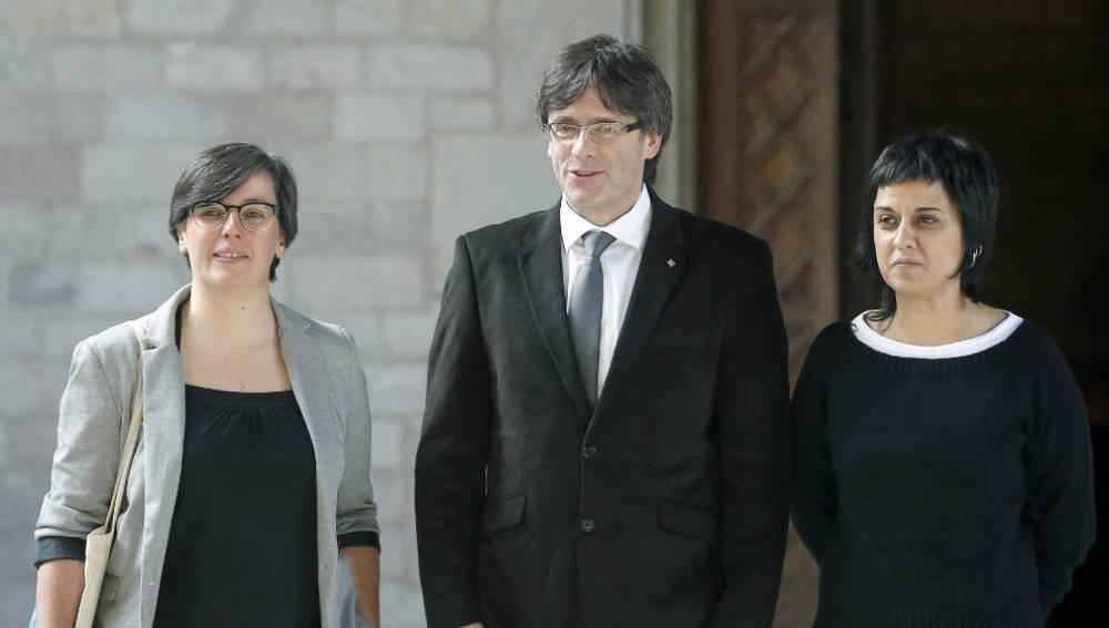 Mireia Boya, Carles Puigdemont y Anna Gabriel