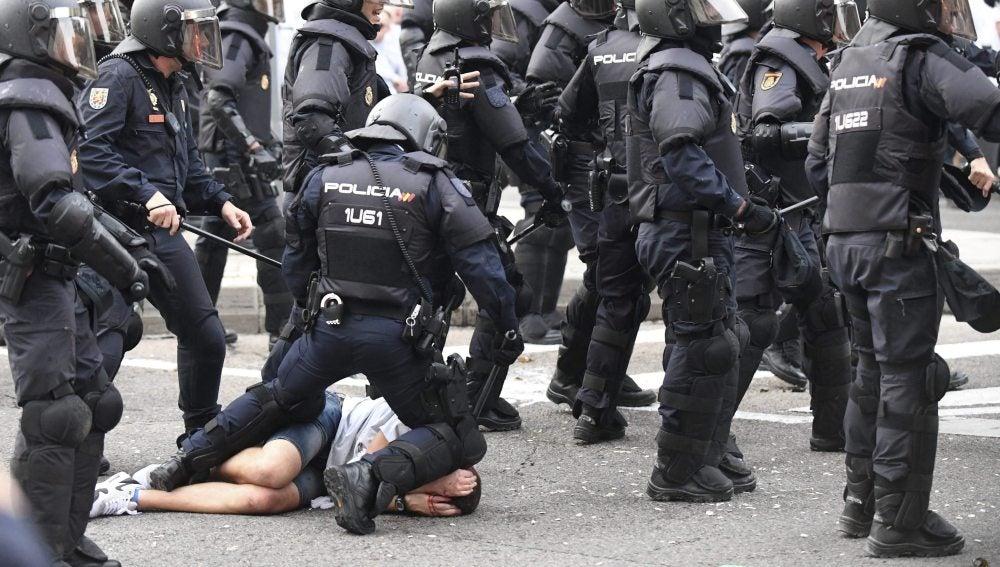 Altercados entre la Policía y ultras del Legia