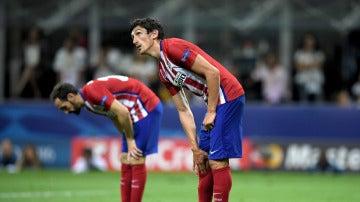 Savic junto a Juanfran en un partido del Atlético de Madrid