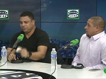 """Frame 0.0 de: Ronaldo y su broma a Florentino: """"Si yo tuviera la mujer que tiene Figo, tampoco saldría de casa"""""""