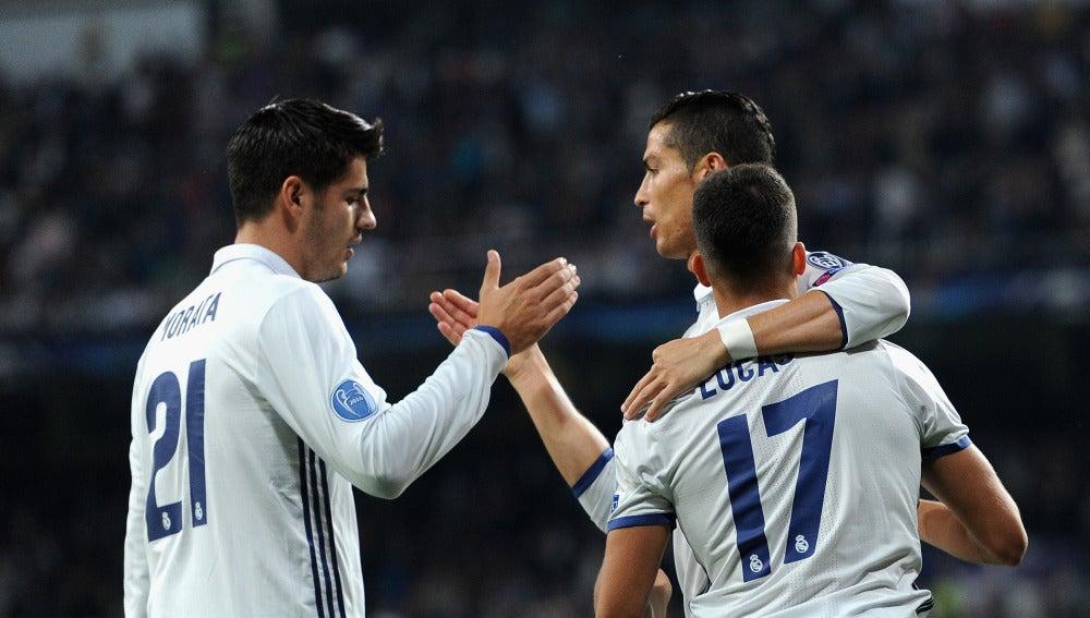 Morata y Cristiano Ronaldo celebran junto a Lucas Vázquez el gol del gallego
