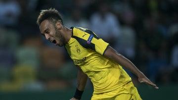 Aubameyang celebra un gol con el Borussia